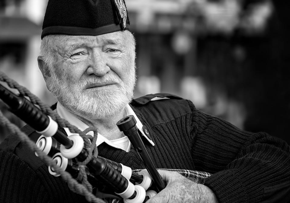 Alter Schotte mit Bagpipe
