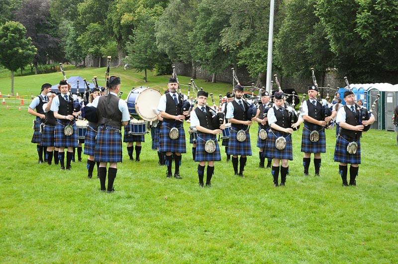 Piper Band im Schottenrock Kilt